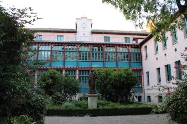 Fachada principal del Instituto Homeopático y Hospital de San José