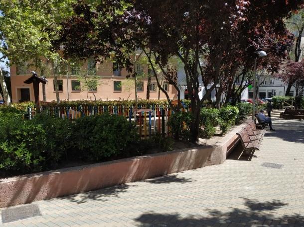 Zona ajardinada de la calle Bretón de los Herreros